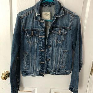 Abercrombie & Fitch cropped jean jacket